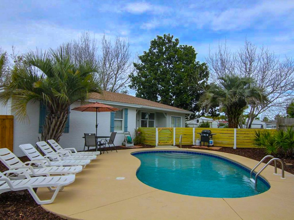 4 Bedroom 2 Bath Newly Remodeled Home With Private Heated Pool 2 Blocks To Beach Miramar Beach
