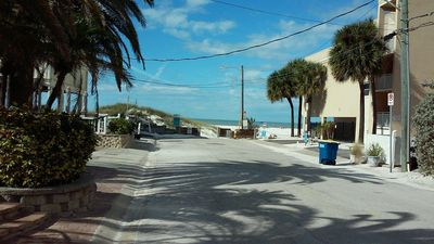 Brand New! 30 Second walk to the Beach. PRIVATE & PERFECT FOR SOCIAL DISTANCING