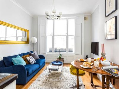 Photo for Stylish Notting Hill apartment for 2-4