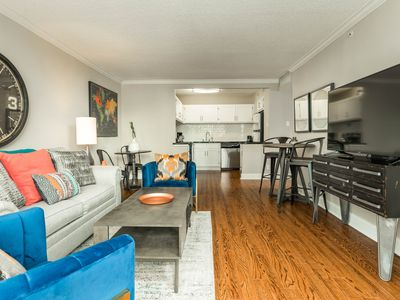 Photo for Spacious high-rise apartment w/shared pool in the heart of downtown