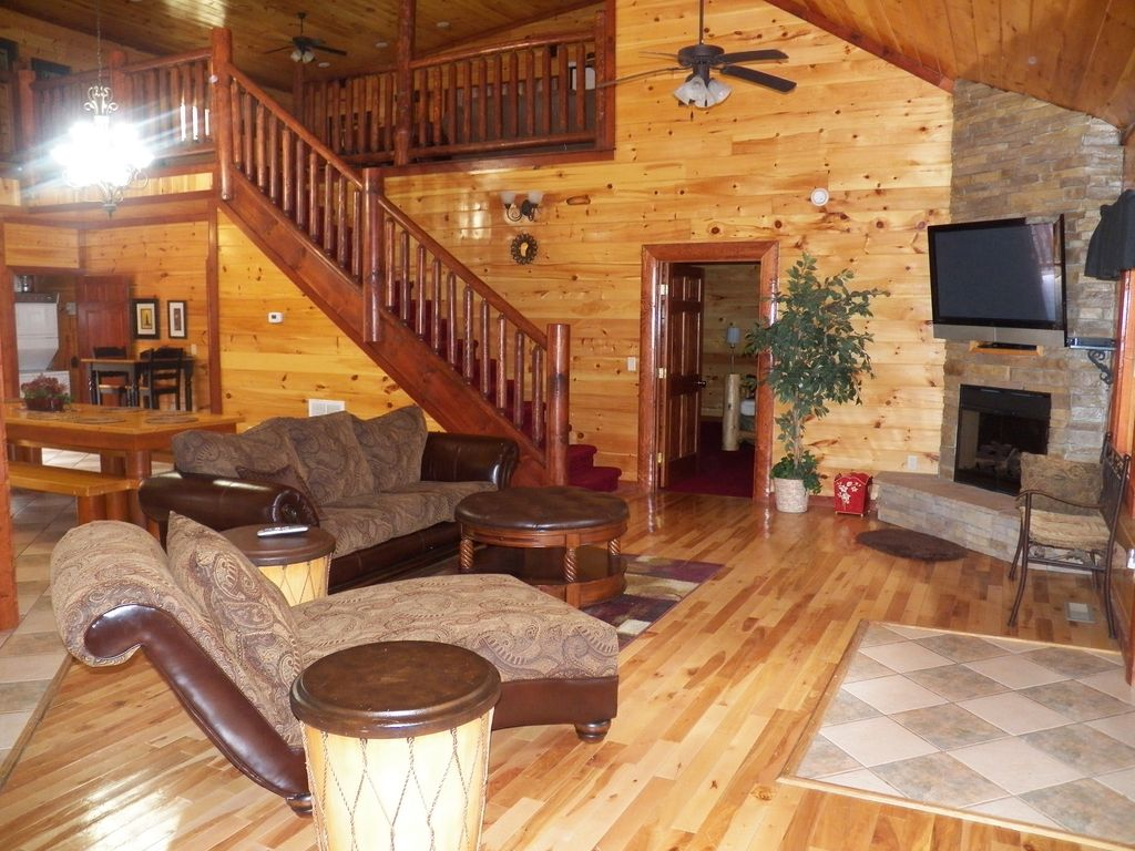 Property Image#2 SECLUDED WITH HEATED INDOOR SWIMMING POOL AND THEATER  INSIDE THE CABIN.