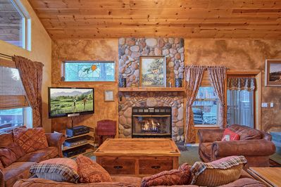 THE COZIEST CABIN ON THE MOUNTAIN!