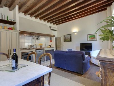 Spacious and comfortable apartment in a central and characteristic area