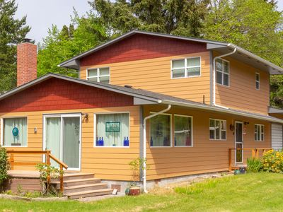 Photo for A MUST SEE!! 2 min to beach, quiet, Fast WiFi, Cable, private patio, BBQ(Moy)
