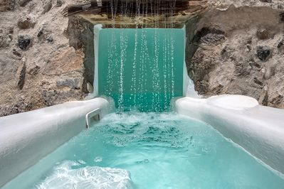 An up close photo of the amazing jacuzzi