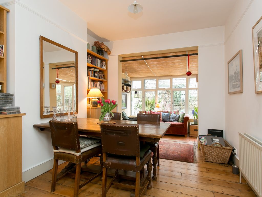 Charming 3 Bed House  Walking Distance To The River Thames