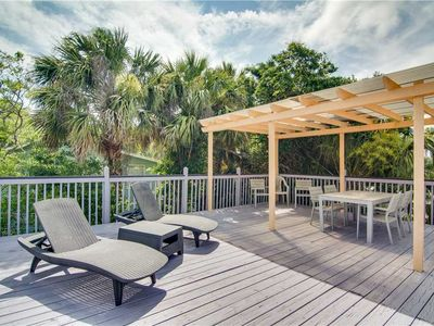Photo for Cozy Home with Spacious Sun Deck