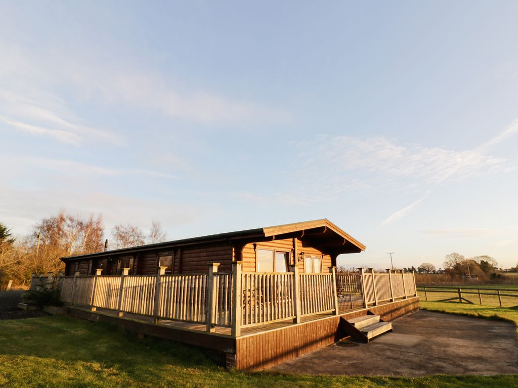 lakeside cottage sc bedroom ro cotswolds five cottages tubs in holiday with rent sykes hot to the
