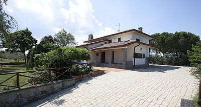 Photo for 6 bedroom Villa, sleeps 12 in Camucia-Monsigliolo with Pool and WiFi