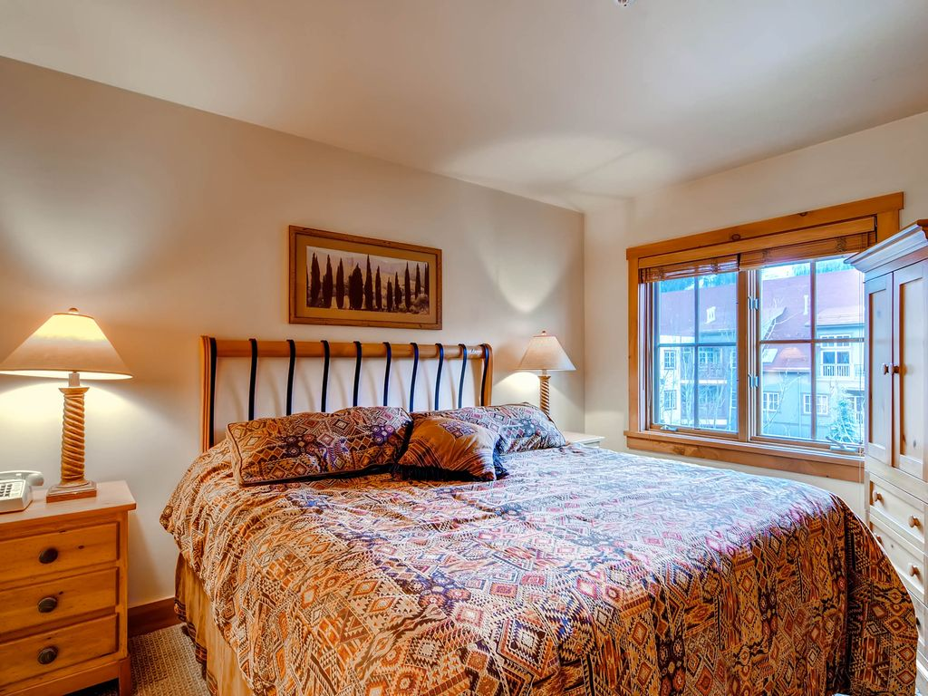 Great views, sleeps up to 8, walk to slopes, kids ski free! ~ RA135506
