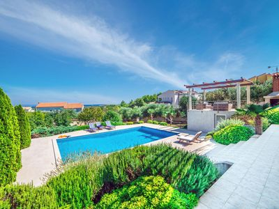 Photo for This 5-bedroom villa for up to 9 guests is located in Liznjan/Ližnjan and has a private swimming poo