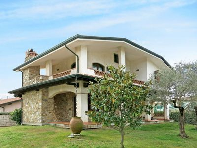 Photo for 2 bedroom Villa, sleeps 6 in Torre del Lago Puccini with WiFi