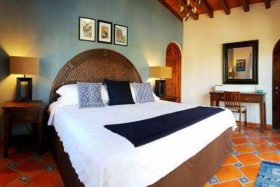 Bedroom with King Bed & Hotel Grade Luxury Bedding