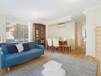Photo for Family-friendly apartment in cool, central area