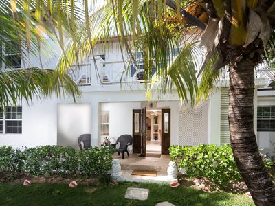 Charming Tropical Studio Steps to the Pink Sand Beach