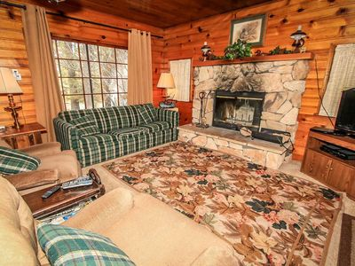 Ann's Place Ultra Convenient Moonridge Single Story Chalet / Backed To National Forest