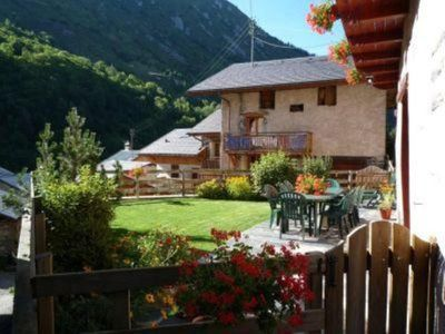 Photo for Saint Martin De Belleville: flat in chalet with character