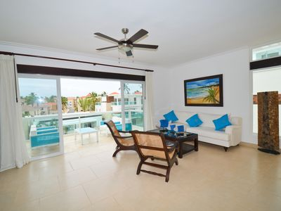 Beautiful two level 3 bedroom penthouse with free wifi