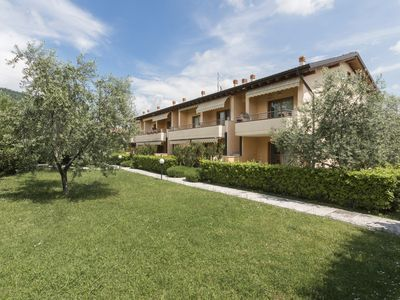 Photo for Comfortable apartment with garden - Casa Azzale