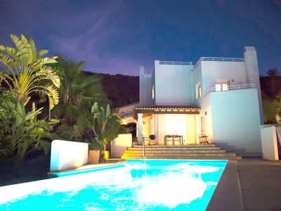 Photo for Villa with pool, roof terrace (sunset view!), sea view, close to the beach