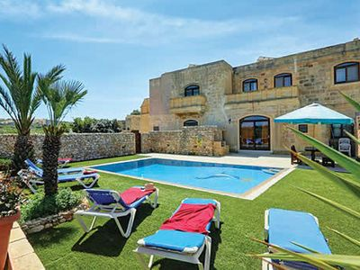 Photo for Air-conditioned country villa with free Wi-Fi, private pool and BBQ