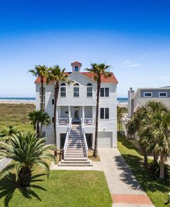 Beautiful beachfront home in the quiet community.