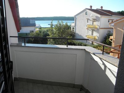 Photo for One bedroom apartment with terrace and sea view Palit, Rab (A-15794-b)