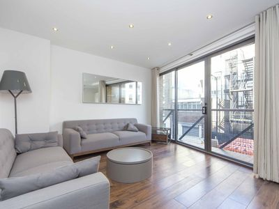 Photo for 2 Bed 2 Bath Modern Bright Flat, SHORT LET minimum 30 days