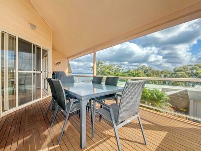 Photo for A beautifully presented townhouse with waterviews and near the beach (and...