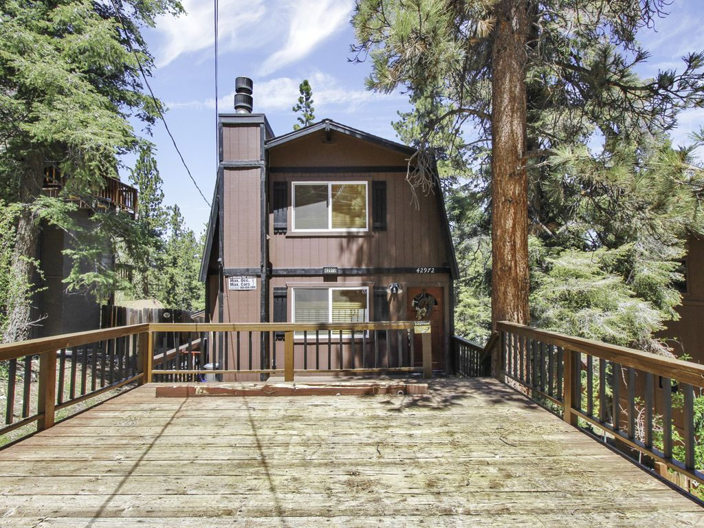 Affordable, Family Friendly & Upgraded Cabin walk to Bear Mountain Resort!
