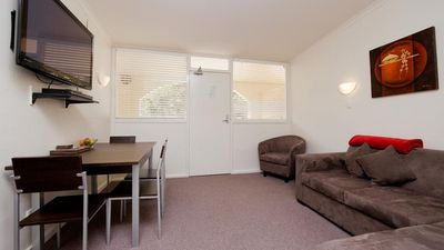 Photo for Compact 2 Bedroom Griffith FREE PARKING