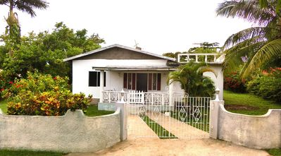 Bungalow near the beach, centrally located on the north coast, bed and breakfast