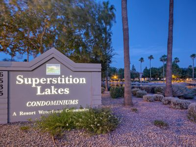 Photo for Superstition Lakes, Great Condo and Location, Walk to Restaurants and Shopping