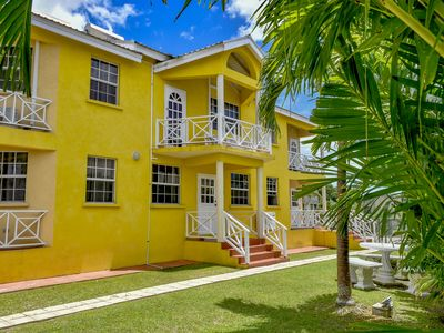 Beautiful 2 Bedroom Apartment in St. James  near the Beach and UWI with Pool.