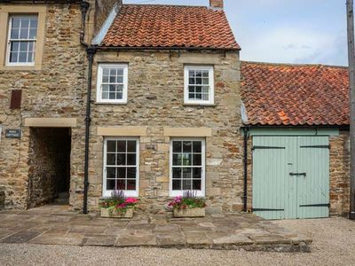 Photo for GARDEN COTTAGE, pet friendly, with open fire in Ovington, Ref 935462
