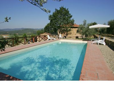 Photo for Independent house, sleeps 6,  surrounded by olive groves and vineyards, garden and pool,  wifi,  nice view  and warm atmosphere.