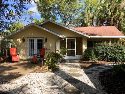 Photo for Light-filled 1 BR,1 BA cottage w/kitchen close to Ringling Museum and beaches