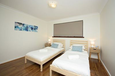 Koombana Bay Room - Downstairs twin room in single bed mode, with large built in wardrobes