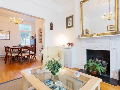 Photo for A traditional family home perfect for large groups in Fulham (Veeve)
