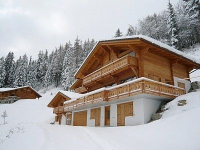 Photo for Wonderful spacious chalet sleeps 12. Ski in/Ski out. Separate TV room