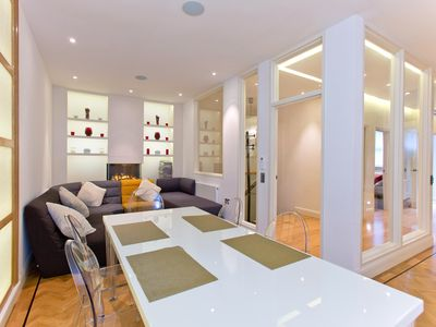 Photo for Modern and Spacious 3 Bedroom Apartment in South Kensington - Air Conditioning