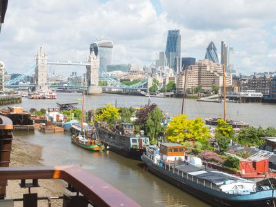 Photo for London: London Luxury 2 Bed Apartment Overlooking Tower Bridge & River Thames, Zone 1 Walking to Historic Sites