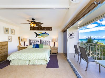 Deluxe 1 bedroom, 1 bathroom with beautiful ocean views at the Waikiki Shore