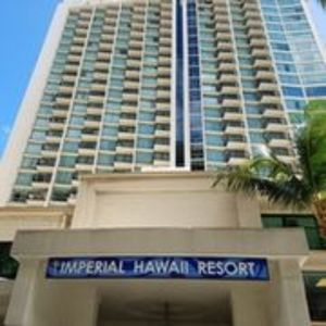 100 yards from Waikiki beach with ocean view