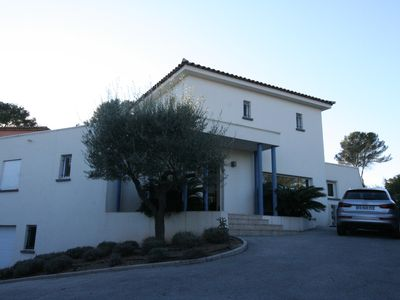Photo for Contemporary villa of 160 m2 on 1500 m2 of landscaped garden in a quiet