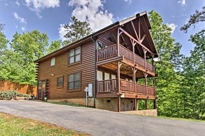 This ideally located cabin is within proximity to the area's best attractions!