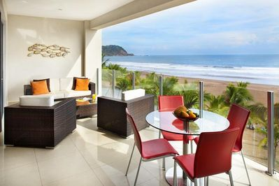 Ample terrace with spectacular ocean views