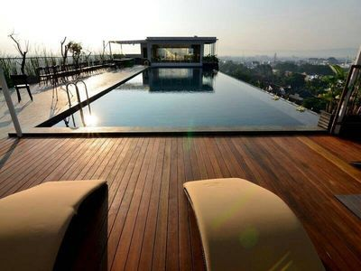 Cozy Apartment With Rooftop Pool Yogya