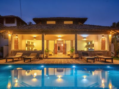 Green Parrot Beach Villa, Right On The Beach. With Privet Swimming Pool