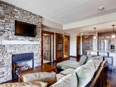 Photo for Gorgeous posh condo w/shared pool, hot tubs, fitness, game room & more!